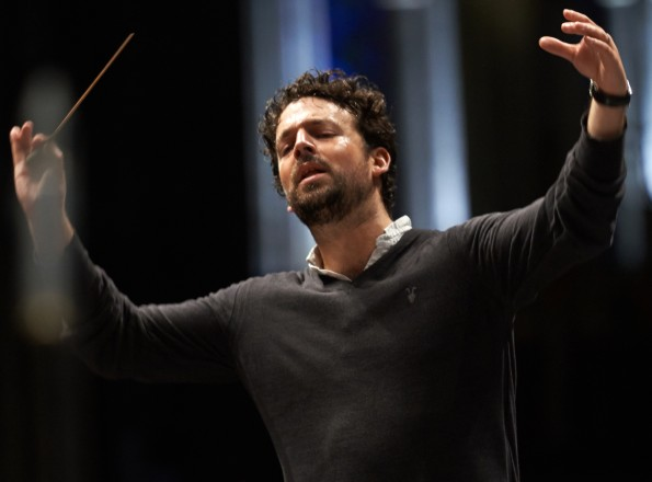 James Gaffigan dirigera l'Orchestre National de France pour le Requiem de Mozart.